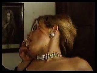 gigis - 3some सुनहरे बालों वाली लड़की दो पुरुषों द्वारा गड़बड़ हो जाता है