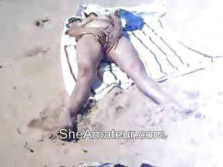 समुद्र तट पर मेरी पत्नी हस्तमैथुन