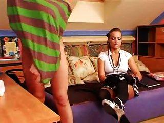 छात्रा देवी 2 समलैंगिक लड़कों बनाता है
