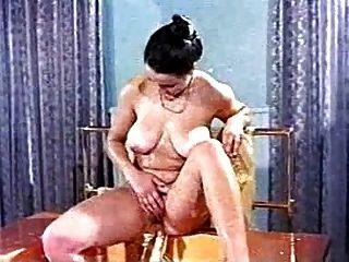 सीसी - बड़े boobed महिला