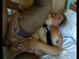 हार्ड गुदा में बड़े स्तन के साथ बीबीडब्ल्यू दादी