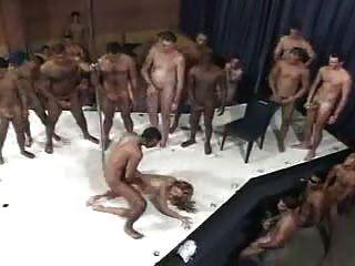 ब्राजील के महिला और 100 पुरुषों