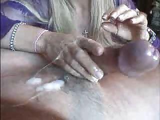 F60 बड़े स्तन हाथ छूट