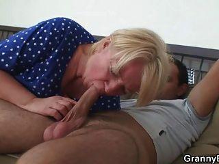 वसा परिपक्व गोरा के साथ जंगली सेक्स