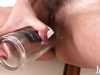 जापानी माँ, जबकि उसकी योनी dildoing फुहार