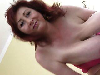 भयानक विशाल स्तन एमआईएलए उन्हें लटका