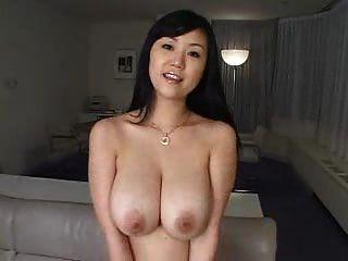 बड़े स्तन के साथ सेक्सी सुंदर लड़की