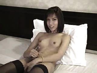 छोटे स्तन Tgirl डिक पथपाकर भी आनंद मिलता है