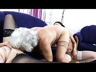 दादी नोर्मा समलैंगिक प्रेम त्रिगुट फिर