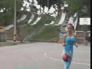 संचिका पेरिस सही उसकी शर्ट से बाहर bounces