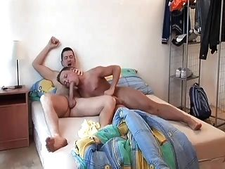 कामुक समलैंगिक पिताजी जाग और fucks मिठाई गधे युवा लड़के खिलौना