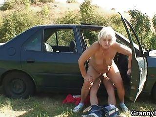 नानी एक सवारी के लिए भुगतान करने की जरूरत