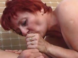 लाल बालों वाली दादी गड़बड़