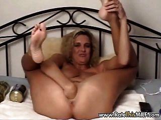 विशाल dildo के साथ इतालवी एमआईएलए