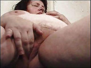चंकी माँ उसे Chucky योनी FM14 के साथ didles
