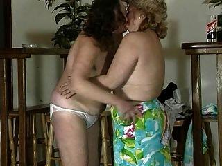 दादी लेस