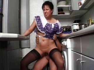 सेक्सी माँ n108 श्यामला रसोई में जर्मन परिपक्व