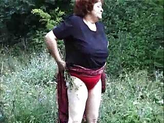 जंगली में दादी