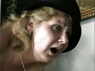 एक सुंदर माँ नहीं उसके बेटे द्वारा सभी पदों में drilled