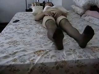 एमेच्योर दादी उसके बालों बिल्ली masturbates!