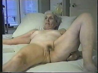 पुराने पत्नी सभी इंटरनेट voyeurs के लिए नग्न उजागर