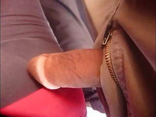 सार्वजनिक बस में डिक स्पर्श