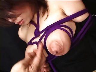 spyro1958 से बंधे स्तन के साथ हैंड्सफ्री स्तनपान