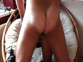 बड़े स्तन के साथ टैटू जर्मन लड़की गड़बड़ हो जाता है