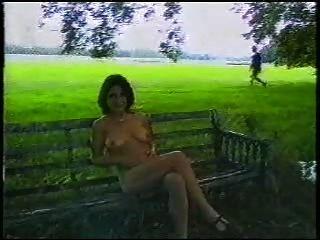 सेक्सी ब्रिटिश महिला सड़क पर