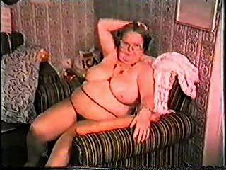मेरी दादी एक वेश्या है!शौकिया परिपक्व
