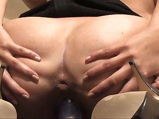 गर्म लड़की दिलेर स्तन उसकी खुली बिल्ली से पता चलता