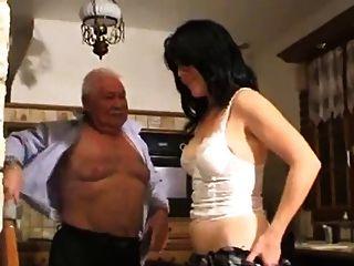 बूढ़ा आदमी और लड़की
