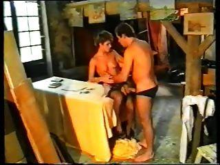 छोटे बालों वाली जर्मन माँ डबल दो लड़कों द्वारा प्रवेश