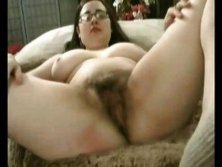 बड़े स्तन उसके बालों बिल्ली हस्तमैथुन के साथ मोटी मांसल GF