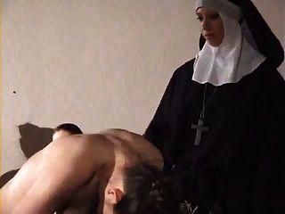 लड़की मुश्किल नून द्वारा spanked