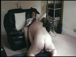 दादी उसे चाट को याद masturbates