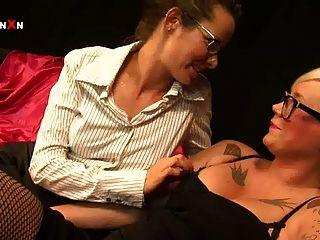 मैंडी Cinn और हॉट ब्रिटिश समलैंगिक fisting में AMICA बेंटले