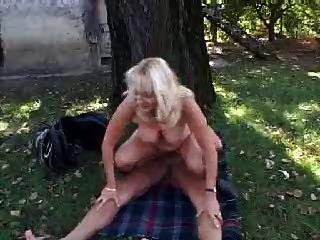 आउटडोर दादी
