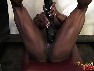 वेट्टी Bova - उसके बड़े काले dildo