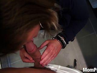 विशाल प्राकृतिक स्तन एमआईएलए बीटीएस