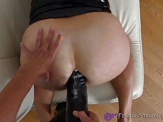 विशाल dildo के साथ महिलाओं का दबदबा strapon कमबख्त