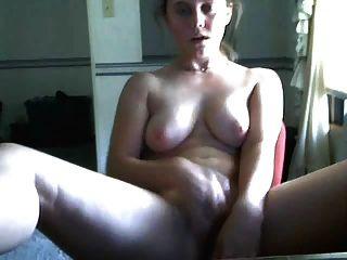 लड़की कैम पर खेलता है और उसे खिंचाव dildo के साथ मुश्किल cums