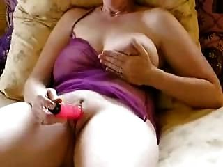 शौकिया परिपक्व बड़े स्तन थरथानेवाला हस्तमैथुन