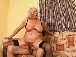 दादी नोर्मा इस पर अब भी है