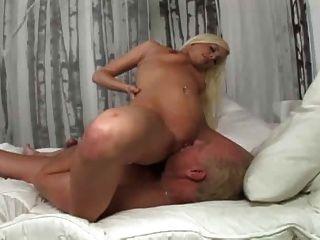 ब्रिटनी एम्बर पुराने आदमी बकवास