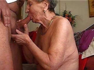 दादी बांसुरी खेलना पसंद करता है 2