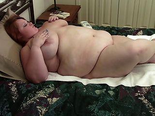 विशाल स्तन के साथ बीबीडब्ल्यू लौरा