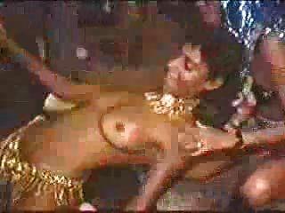 रियो में कार्निवाल - टॉपलेस लड़कियां नाच