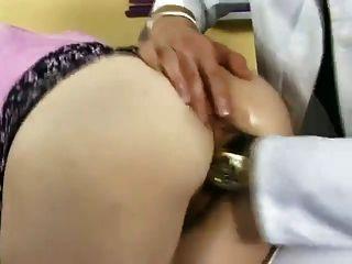सुपर सेक्सी कुतिया - गड़बड़ और डॉक्टर द्वारा fisted