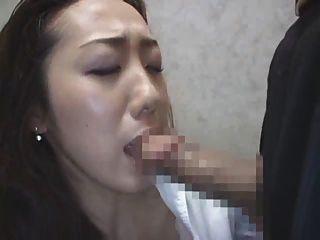 लिफ्ट 3 में जापानी महिला